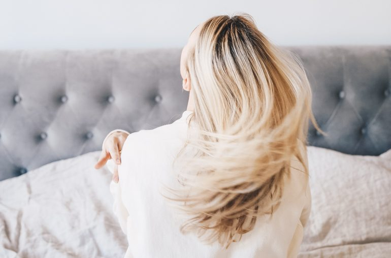 how to air-dry your hair (the right way) in 5 easy steps