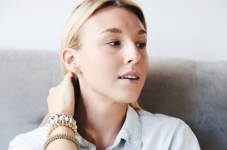 how to get dewy skin without makeup in 3 easy steps
